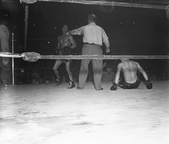 boxing corner essay neutral This book is a collection of essays liebling wrote for the new yorker back in the 1950's and early 1960's liebling does a great job of capturing the atmosphere around the fights, training camps and boxing gyms.